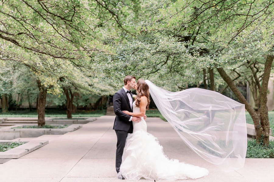Chicago Wedding Newlyweds Kissing Outdoors